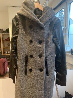 Woll-Mantel mit Lederärmeln