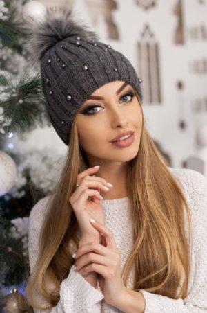 Chapeau en tricot gris foncé