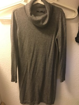 Wolles langes Kleid für den Winter Grau