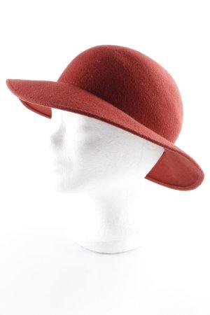 Cappello di lana rosso chiaro stile classico