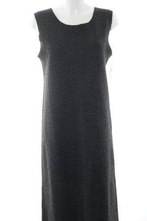 Vestido de lana gris oscuro look casual