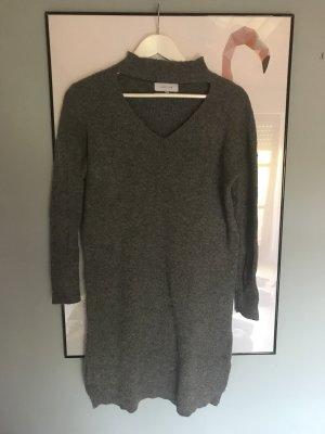 Wollkleid mit besonderen Ausschnitt