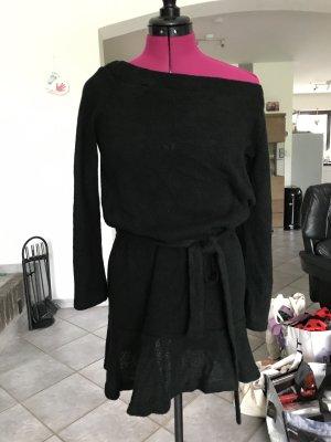 Wollkleid mit Carmenausschnitt