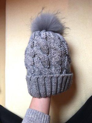 Chapeau en fourrure gris-gris clair
