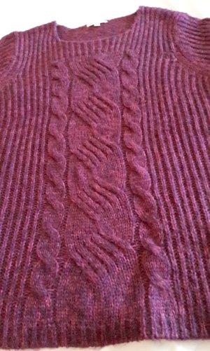 Wollpullover mit Zopfmuster vorne