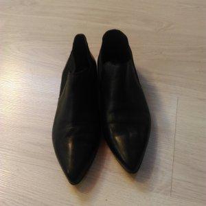 woman shoe black later