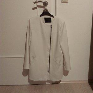 woman zara white coat size L