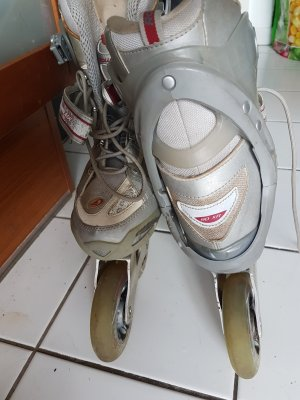 women rollskates good condition