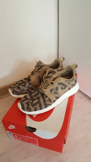 Womens Nike Roshe One KJCRD