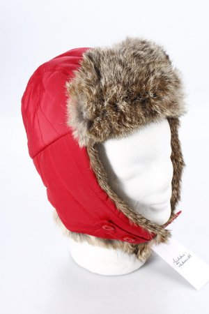 Woolrich Fellmütze rot Street-Fashion-Look