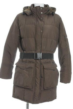 Woolrich Winter Jacket dark brown quilting pattern street-fashion look