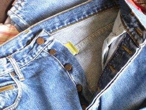 Wrangler Jeans mit Knopfleiste, Größe 38/ 40 (Jeansgröße 31)
