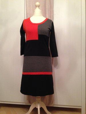 Traumhaftes Kleid mit geometrischem Muster von JW