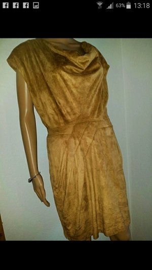 Wüderschöne Kleid mit Wasserfall Dekolletee