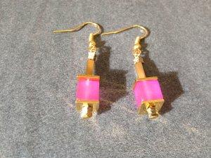 Würfel Ohrringe mit pinkfarbenen Polar Würfeln