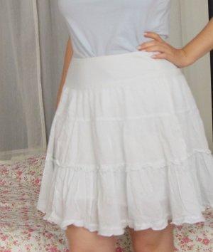 Wunderhübscher romantischer weißer Baumwollrock mit kleinen grünen Pünktchen