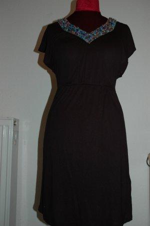 Wunderhübsches Kleid mit Perlenkette