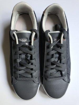 wunderschöne Adidas Cloudfoam Sneakers