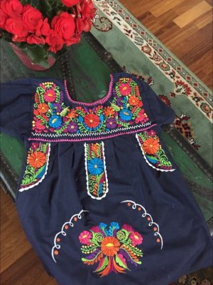 Wunderschöne Bluse mit Stickerei, original Mexiko, neu