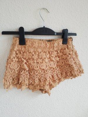 wunderschöne cremefarbene Spitzen Shorts mit seitlichem Reißverschluss