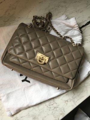 Wunderschöne DKNY Tasche aus gesteppten Leder