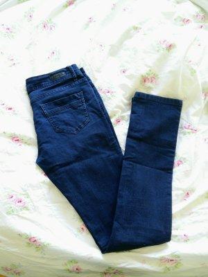 Wunderschöne dunkelblaue Jeans von Bench