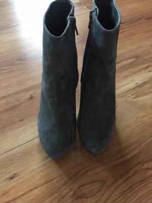 Zara Botines gris Gamuza