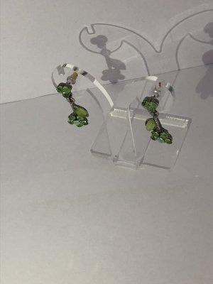Wunderschöne grüne Blütenohrringe