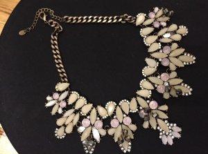 Wunderschöne Halskette mit Schmucksteinen