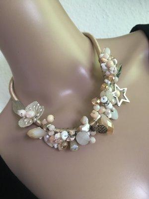 Wunderschöne Halskette mit viel Details