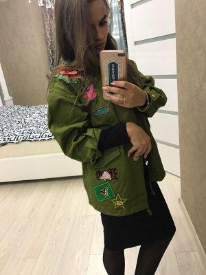 Wunderschöne Jacke mit Stickereien