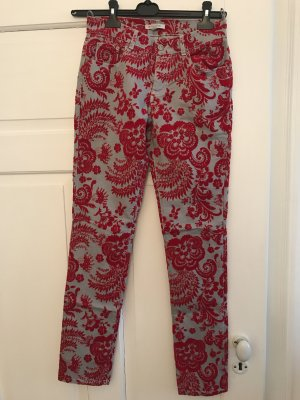 Wunderschöne Jeans mit rotem Samtdruck