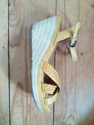 wunderschöne Keilabsatz Sandalen