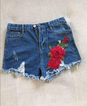 Wunderschöne kurze Jeanshose