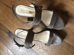 Wunderschöne Leder Sandalen in taupe