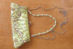 wunderschöne Minitasche bestickt und mit Perlen, sehr edel