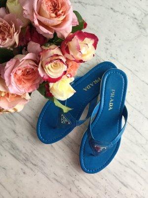 Wunderschöne neue luxuriöse Azur blaue Prada Sandalen mit weißer Sohle in Gr 37