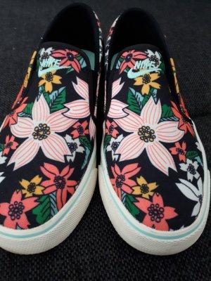 """Wunderschöne Nike """"Slip on"""" * Schlüpfsneaker * mit Blumenmuster"""
