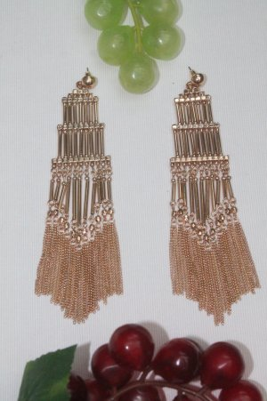 Earring gold-colored