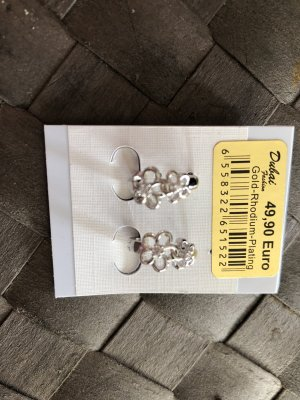 Wunderschoene Ohrringe mit Blumen