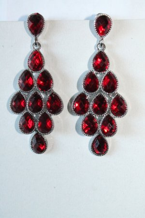 Earring carmine-silver-colored