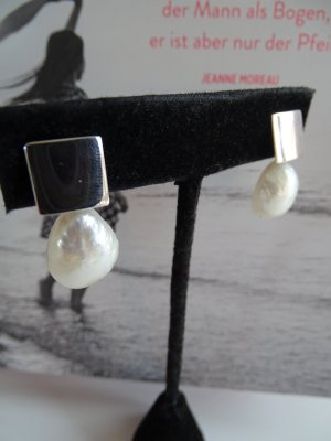 Pearl Earring white-grey