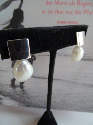 Orecchino di perle bianco-grigio