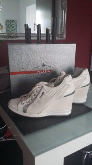Wunderschöne Originale Prada sneakers in weiß