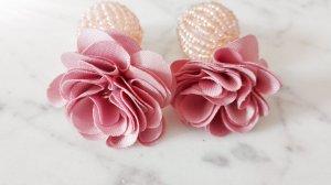 Wunderschöne Perlen und Blumenohrringe von Topshop