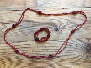 Wunderschöne rote Kette + Armband