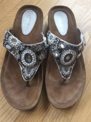 Wunderschöne Sandalen der Marke lazamani