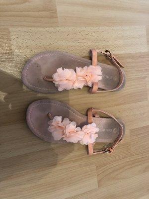 Wunderschöne Sandalen für den Sommer