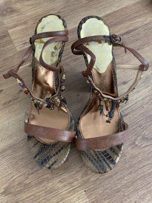 Wunderschöne Sandaletten , aus Kunstleder , angezogen sind sie ein echter Hingucker