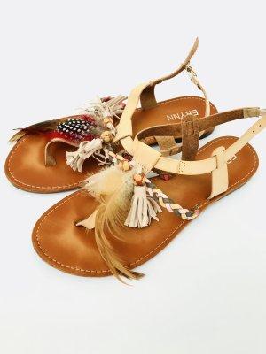 Wunderschöne Sandallen / Zehtrenner von Erynn, Gr. 39, beige, Leder
